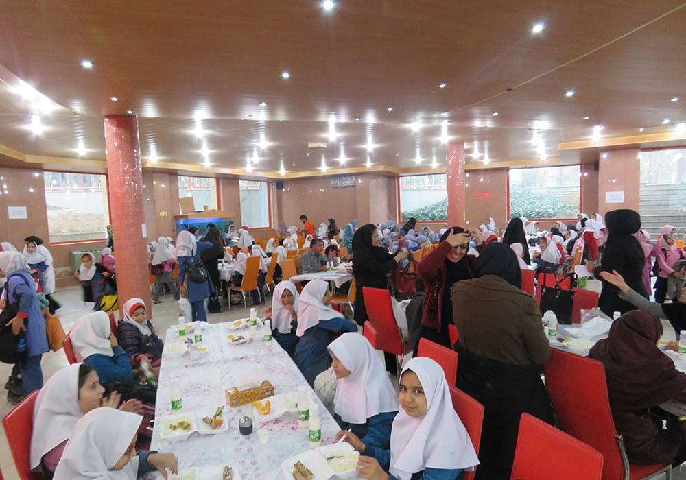 سالن غذاخوری اردوگاه